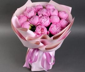букет из 17 цветов пионов
