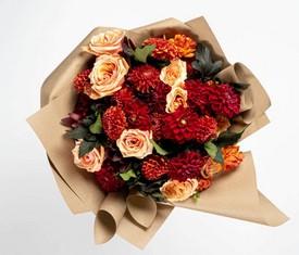 цветы георгины и кустовые розы