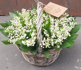 корзина из 151 цветка ландыша